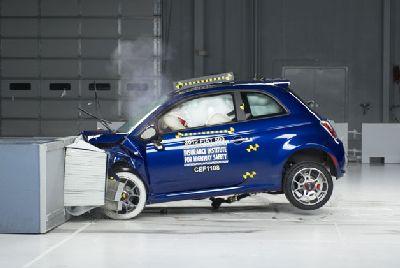 Fiat 500 najmniej bezpieczny pojazd do ubezpieczenia zgodnie z internetowej [w / video]